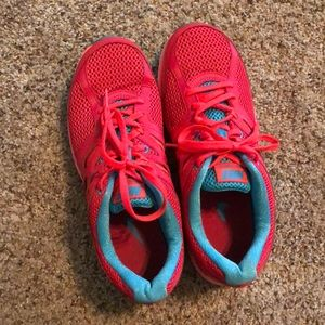 Nike raspberry/turquoise running shoes